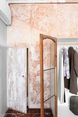 18 Modern Italian Apartment Is Designed In Wood 23