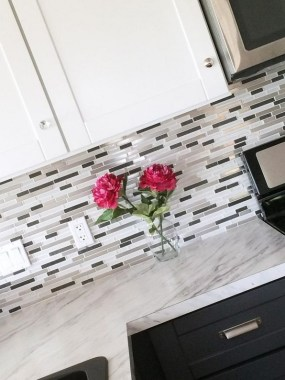 19 Glass Backsplash Ideas To Spark Your Renovation Ideas 09