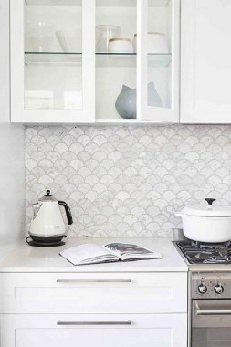 19 Glass Backsplash Ideas To Spark Your Renovation Ideas 22