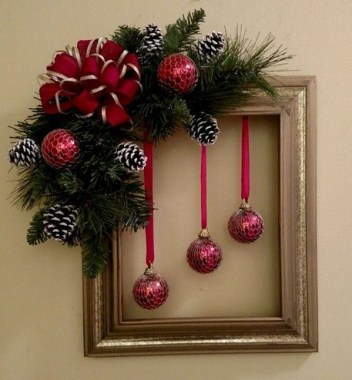 20 Easy DIY Christmas Wreaths For Your Home Decoration 04
