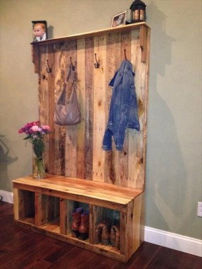 18 Functional DIY Pallet Wood Project Ideas 01