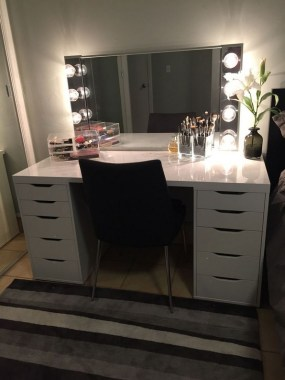 19 DIY Vanity Mirror Ideas To Beautify Your Makeup Space 04
