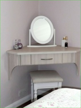 19 DIY Vanity Mirror Ideas To Beautify Your Makeup Space 12