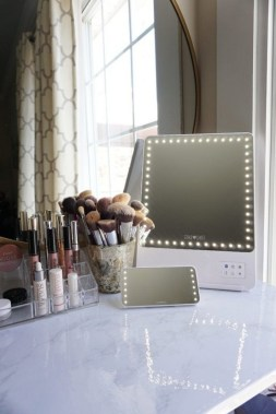 19 DIY Vanity Mirror Ideas To Beautify Your Makeup Space 34