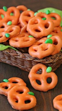 19 Easy DIY Halloween Treats To Make Your Guests In Awe 03