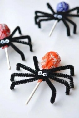 19 Easy DIY Halloween Treats To Make Your Guests In Awe 28