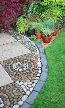 20 Adorable Pebble Mosaics To Add Whimsy To Your Garden 25