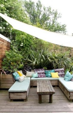 20 DIY Outdoor Sun Shades That Add Color To Your Outdoor Decor 17