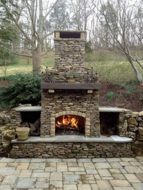21 Beautiful Outdoor Fireplace Design Ideas 03
