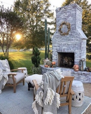 21 Beautiful Outdoor Fireplace Design Ideas 18