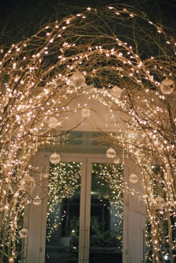 25 Ways To Decorate Your Home Decor All Year Long Using Twinkle Lights 01
