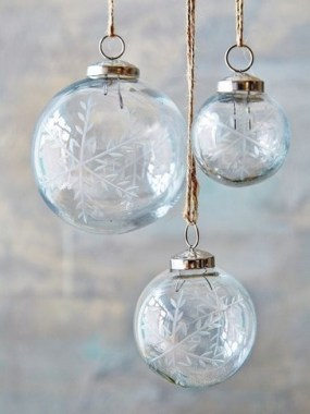 25 Ways To Decorate Your Home With Snowflakes And Baubles 13
