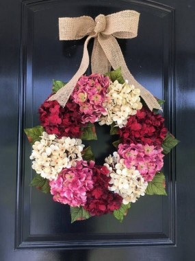 27 DIY Spring Wreaths To Freshen Up Your Front Door 23