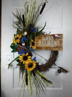 28 Cheery Spring Wreath Ideas To Beautify Your Front Door 26