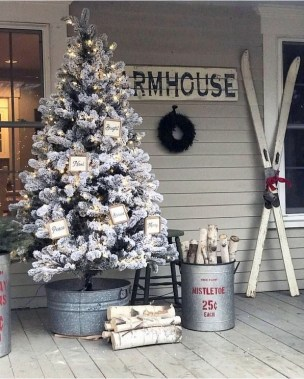 28 Cute Farmhouse Christmas Decoration Ideas 01