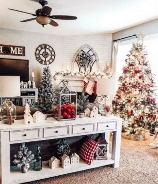 28 Cute Farmhouse Christmas Decoration Ideas 19