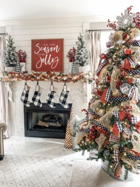 28 Cute Farmhouse Christmas Decoration Ideas 25