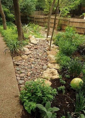 29 Simple Rock Garden Decor Ideas For Your Backyard 11