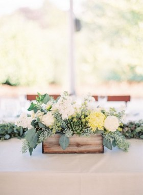 30 Charming Rustic Centerpieces That Will Fill Up Your Tables 05