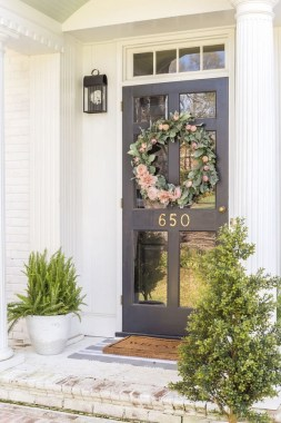 30 Spring Decor Ideas For Your Front Porch 32