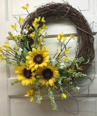 33 Beautiful Spring Wreath To Make It Yourself At Home 20