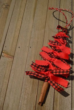 35 Creative DIY Rustic Christmas Decorations With Wood 19