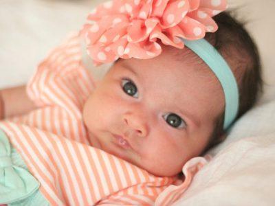 الطفل في الشهر الثاني من العمر