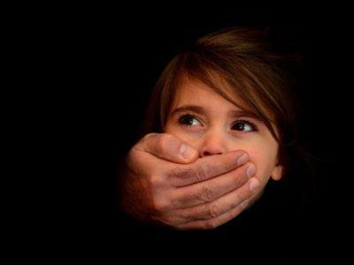 الاعتداء الجنسي علي الاطفال