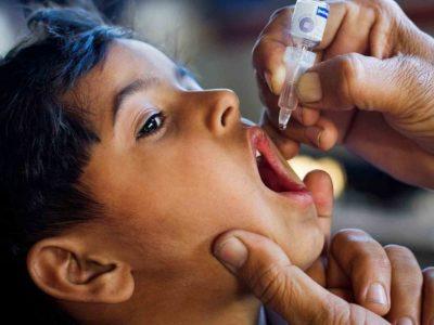 التطعيم ضد مرض شلل الاطفال