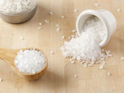 اضافة الملح اوالسكر الي طعام الرضع, العسل للاطفال, تغذية الطفل الرضيع, متى ياكل الرضيع, متى ياكل الرضيع الزبادى