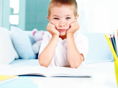 اللامبالاة عند الاطفال, اسلوب التعامل مع الاطفال, الطفل الكسول, اللامبالاة عند الاطفال, طفلي كثير الحركة, مكملات غذائية للاطفال, هل المكملات الغذائية مضرة