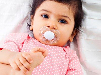الفطام من السكاتة, فوائد اللهاية للطفل الرضيع, هل اللهايه تخرب الاسنان, عيادة الاطفال