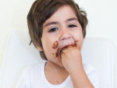 اكل الاطفال للتراب والطين