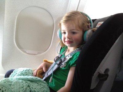 متاعب سفر الاطفال بالطائرة