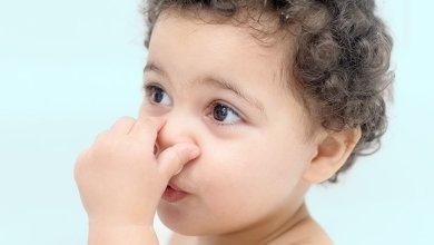 Photo of رائحة فم طفلي مثل البراز
