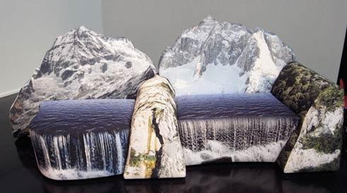 Bài trí mẫu Đi văng mô phỏng núi đá và thác nước cho không gian