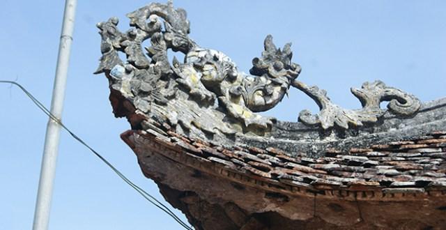 Hình rồng đặt trên đầu đao chùa Bà Bụt
