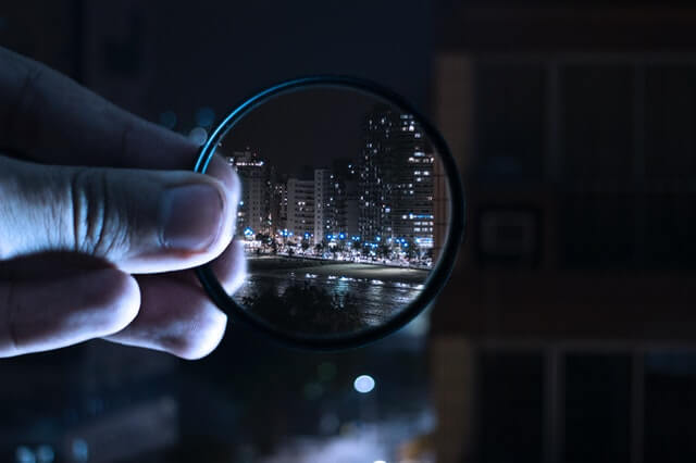 https://www.pexels.com/photo/person-holding-magnifying-glass-712786/