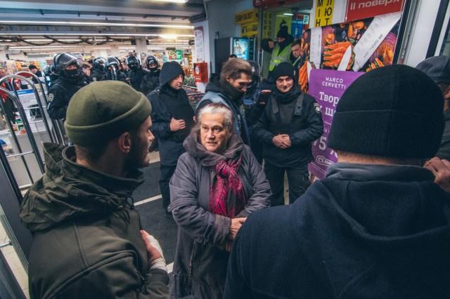 После эскалации конфликта местные жители пытались успокоить молодых людей