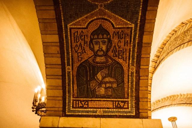 А еще между проходами расположились мозаичные изображения киевских князей