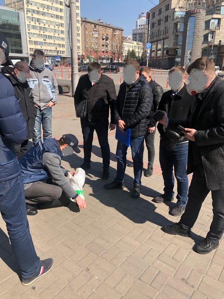 На Київщині шахрай за 200 000 доларів обіцяв посаду на держслужбі і не тільки