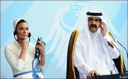 بعد أن قرر أمير قطر الزواج بفتاة عمرها 17 سنة.. الشيخة موزة غضبانة
