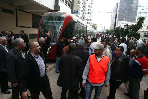 كازا.. الطاكسيات دايرين إضراب والترامواي مالو؟؟ (صور)