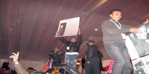 """""""ثورة الجياع"""" في مؤتمر الاتحاد.. مؤتمرون يحتجون على """"ماكلة الحبس""""!!"""