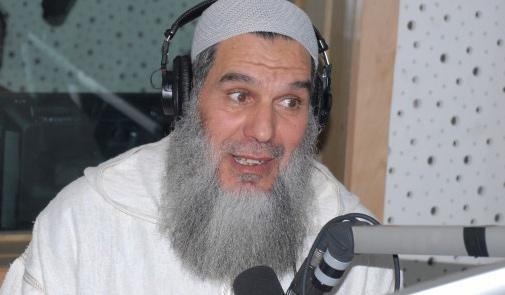 محمد الفيزازي لـ كيفاش: رضى الواليدين على الراس والعين وأرجو أن يسامحني والدي (تسجيل صوتي)
