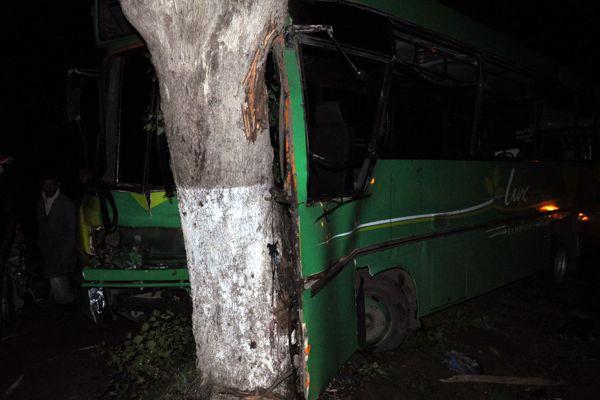 بين بوزنيقة وبنسليمان.. 25 جريحا في كسيدة وسائق حافلة صغيرة يفقد رجله (صور)