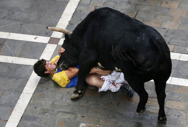 إسبانيا.. جرحى في مهرجان عدو الثيران (فيديو وصور)