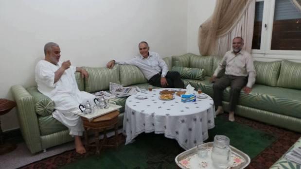 هدية عيد الحب من مزوار إلى ابن كيران.. انتهى الغرام!!