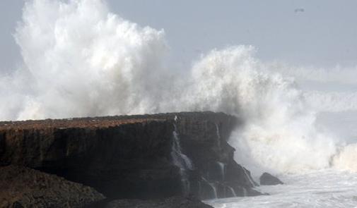 الخميس.. رياح قوية وبحر هائج وأمطار