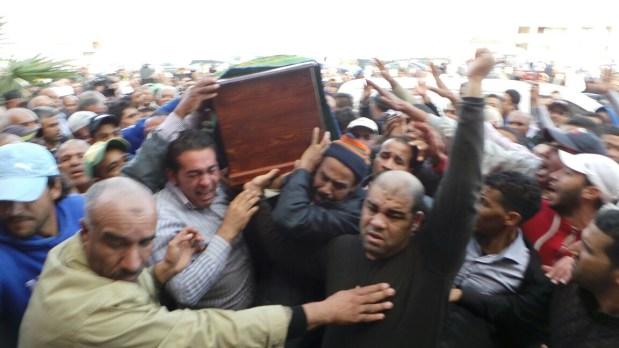 الهمة في مقدمة المعزين.. جنازة الزايدي تحول بوزنيقة إلى «عاصمة» للمغرب (صور)